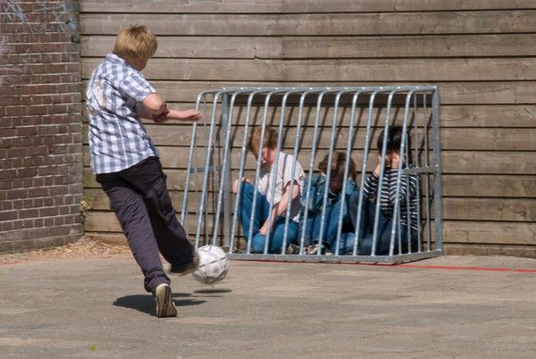 kids-getting-bullied-small.jpg 600×402 pixels