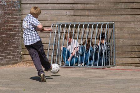kids-getting-bullied-small.jpg 600×402 pixels