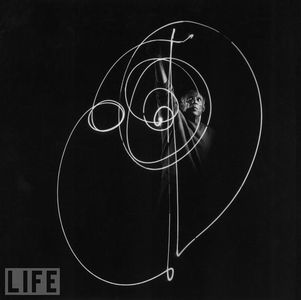 picasso-light-painting-7.jpg 594×593 pixels