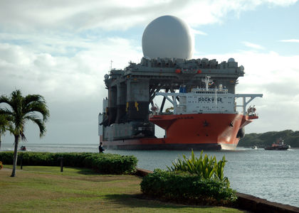 X_band_radar_platform_entering_Pearl_on_Heavy_lift_Marlin.jpg JPEG Image, 2100x1500 pixels