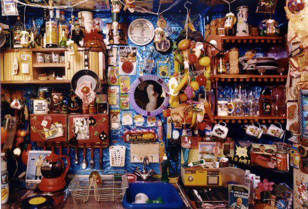 Laura Kikauka, KITCHen (Funny Farm), 2000