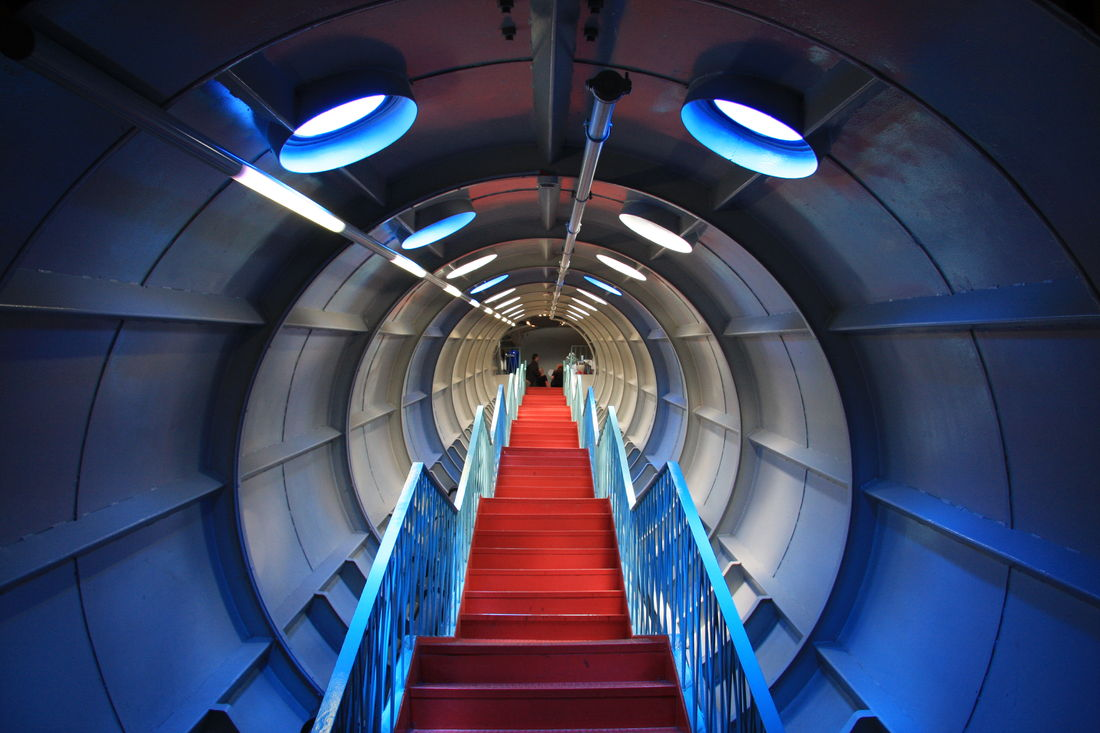 Atomium-staircase.JPG 3888×2592 pixels