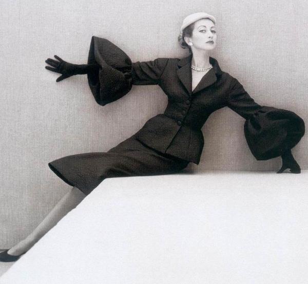 vintage-suit-Balenciaga-1951-1-600x553.jpg (JPEG Image, 600x553 pixels)