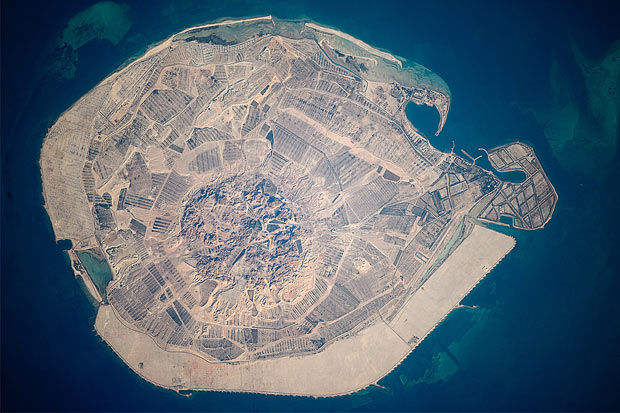 space-island_1596898i.jpg 620×413 pixels