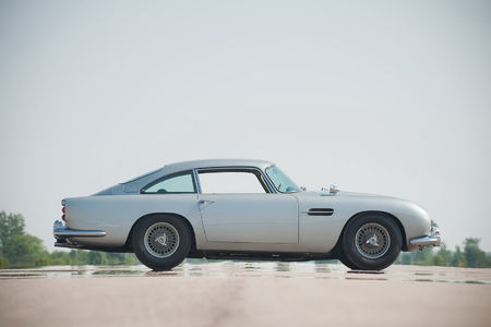 james-bond-1964-aston-martin-db5-97.jpg 1598×1065 pixels