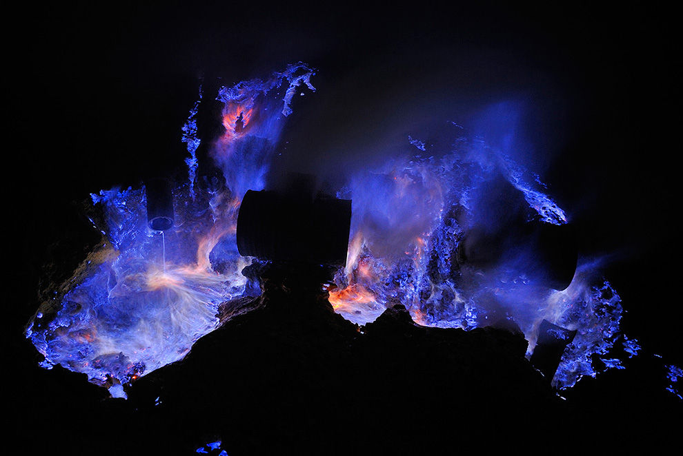 Kawah Ijen by night - The Big Picture - Boston.com