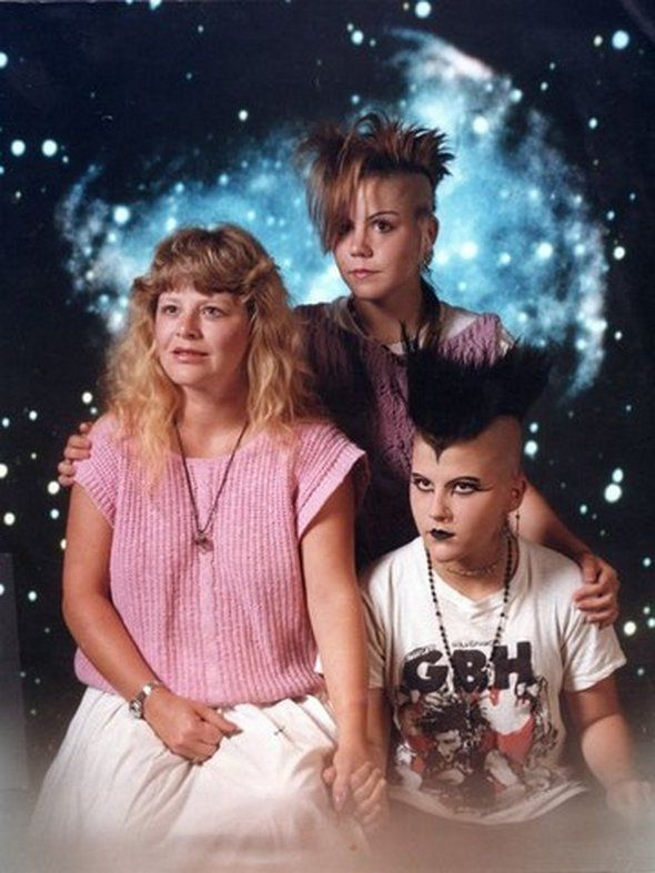 21 Weird Family Photographs - Chill Out Point
