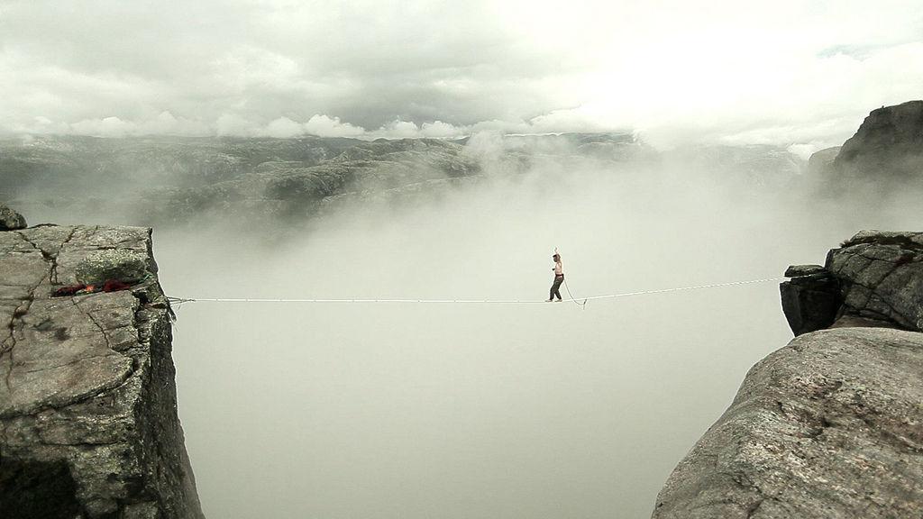 Toutes les tailles  Higlining above clouds  Flickr : partage de photos