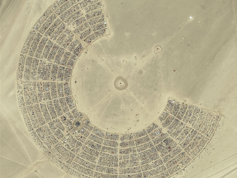 burning-man-camp-aerial.jpg 800×600 pixels
