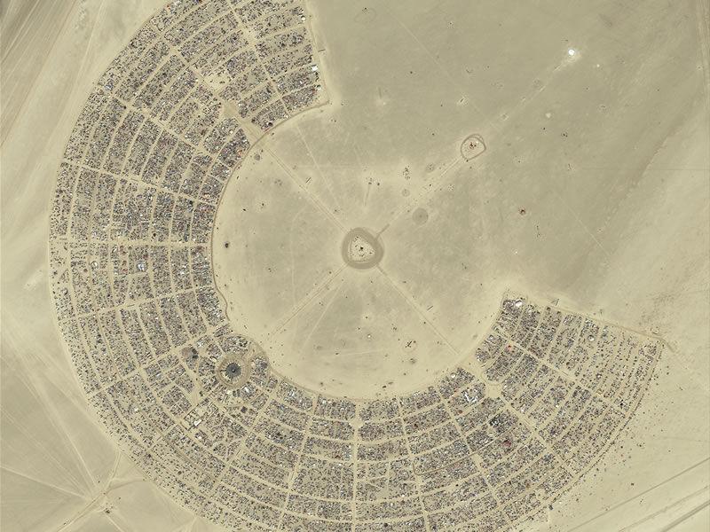 burning-man-camp-aerial.jpg 800×600 pixels