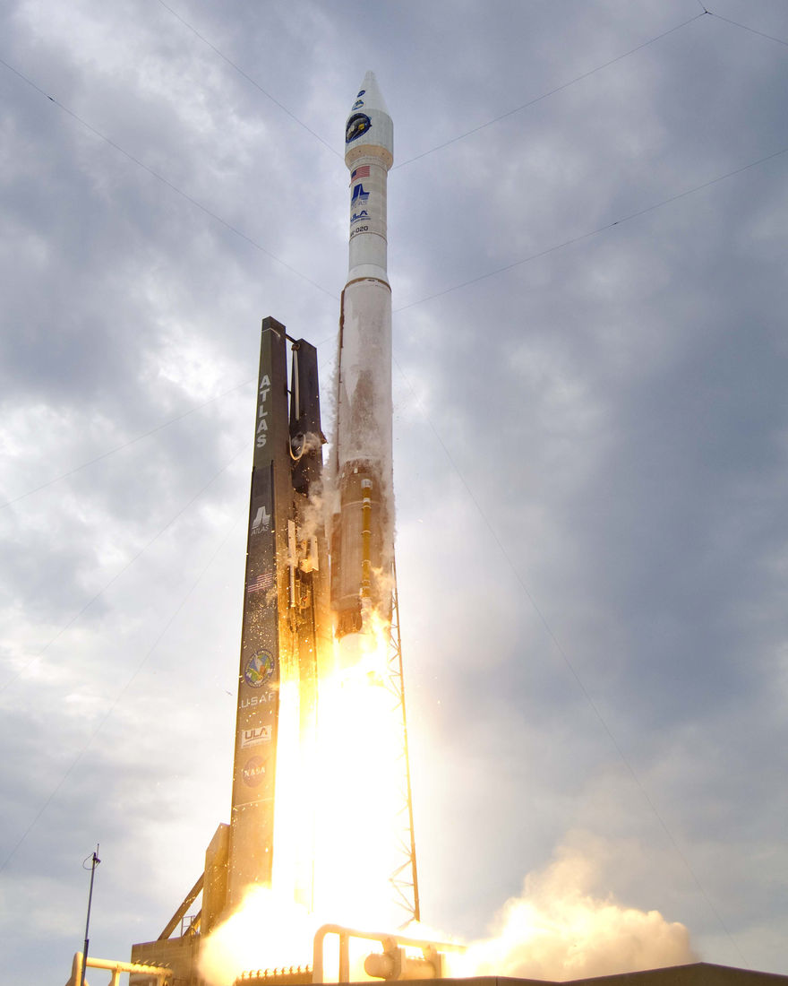 lrolaunch_nasa_big.jpg 2,400×3,000 pixels