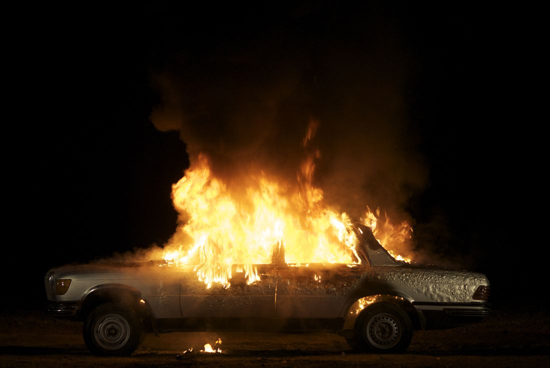 burningcar.jpg (JPEG Image, 3884x2600 pixels) - Scaled (26%)