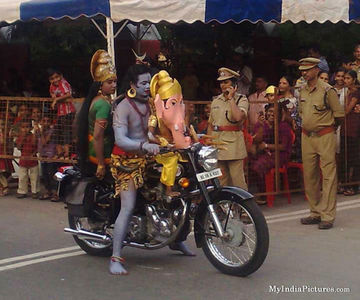 Shankar Parvati Ganesh on Bike Ramlila Funny : India Pictures - Indian Pictures