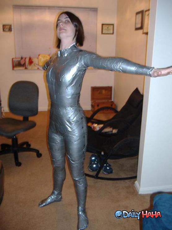 1287689355_37_FT0_duct_tape_suit1.jpg 555×739 pixels