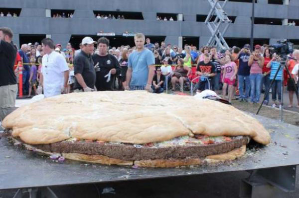Worlds-Largest-Hamburger.jpg 600×399 pixels