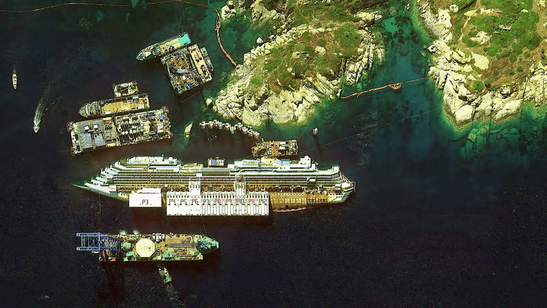 http://earthglance.tumblr.com/post/87159477393/costa-concordia-2