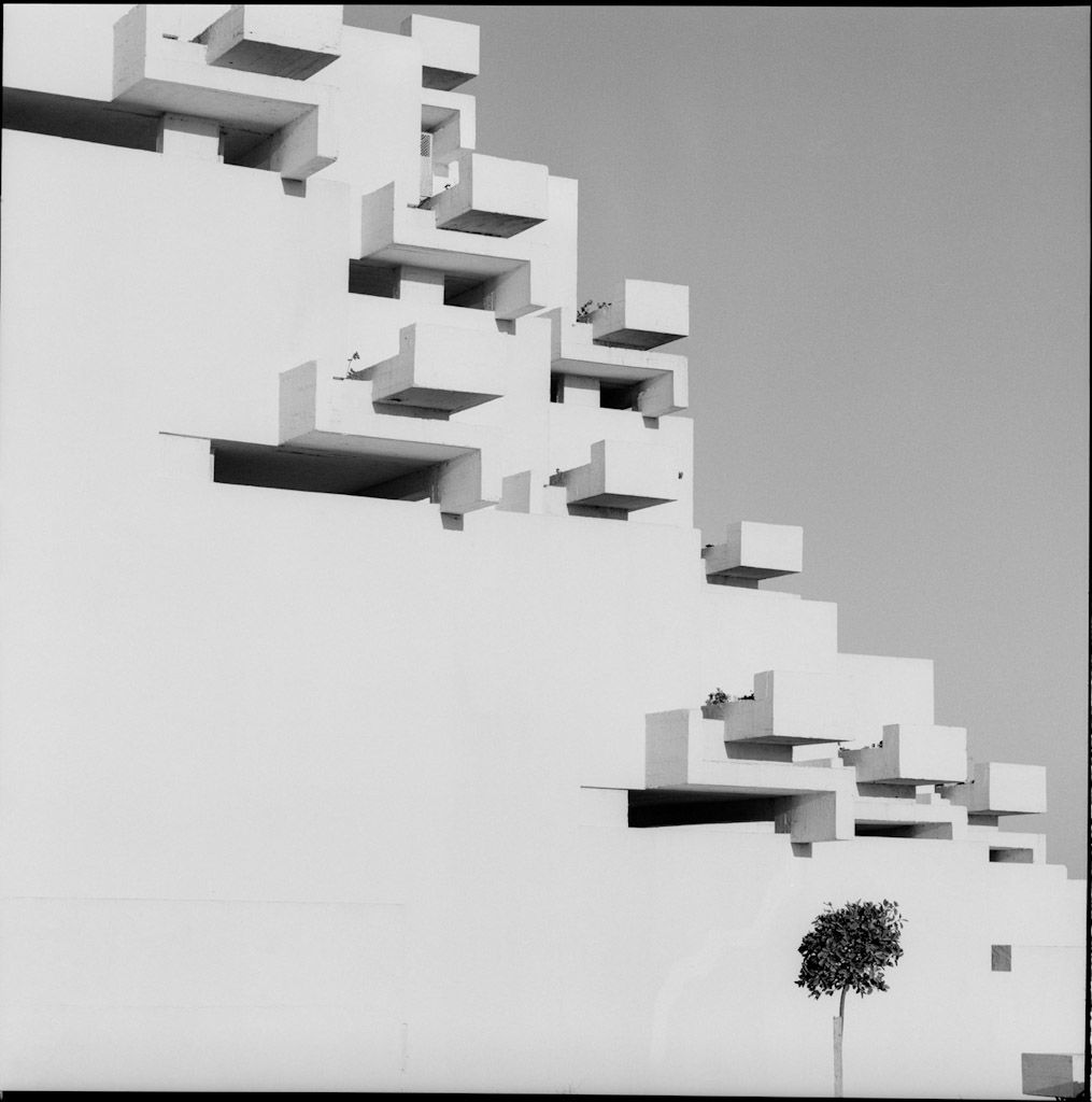 Maspons Ubiña, Urbanización Ciudad Blanca, Alcudia (Mallorca), 1964. Francisco Javier Sáenz de Oiza © Fondo O. Maspons - Arxiu Fotogràfic de l'Arxiu Històric del Collegi d'Arquitectes de Catalunya