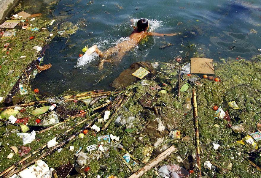 Child Swims In A Polluted Reservoir, Pingba