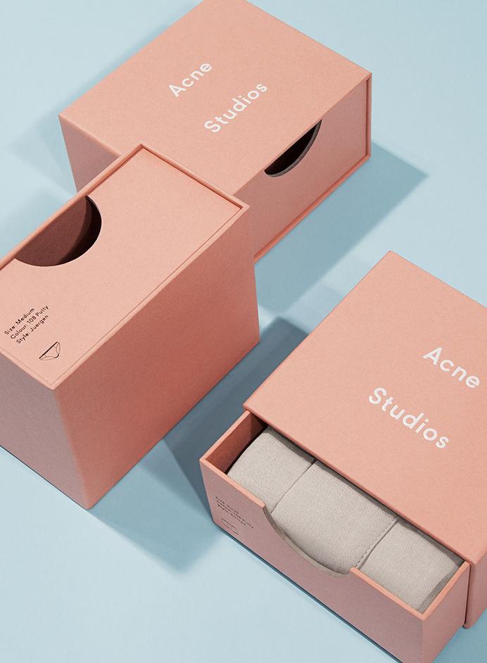 Packaging / Förpackad -Sveriges största förpackningsblogg Förpackningsdesign, Förpackningar, Grafisk Design » Acne kör också rosa - CAP