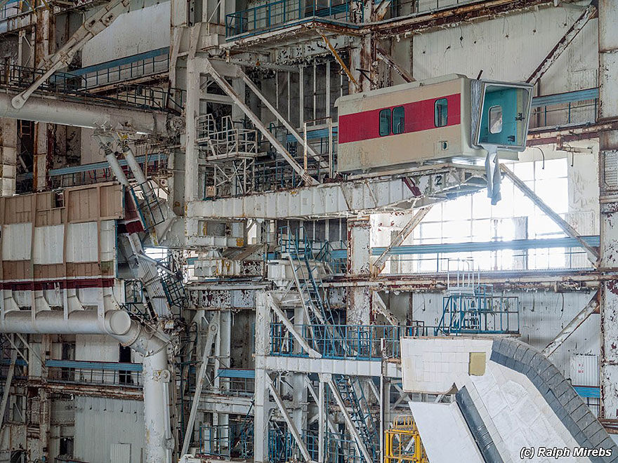 Urban Explorer Finds The Sad Remains Of The Soviet Space Shuttle Program | Bored Panda
