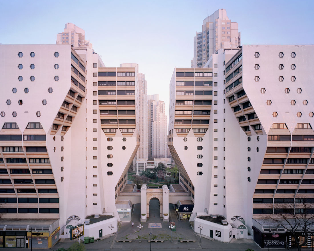 "Inside the Real-Life ""Hunger Games"" City: A Decaying Parisian Utopia 