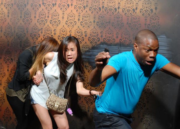 40 Hilarious Pics Of People Getting The Hell Scared Out Of Them