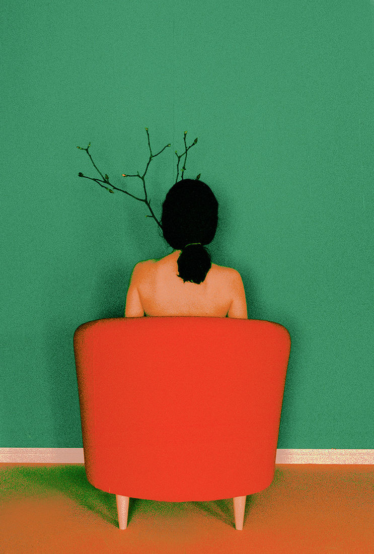 sitting woman, turned back - choi hansol