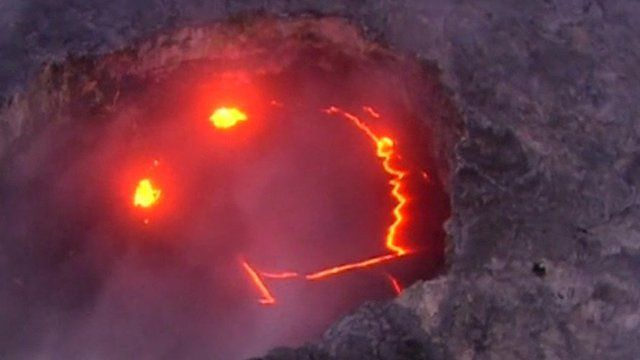 Lava pictures from 'smiling' Hawaiian Kilauea volcano eruption - BBC News