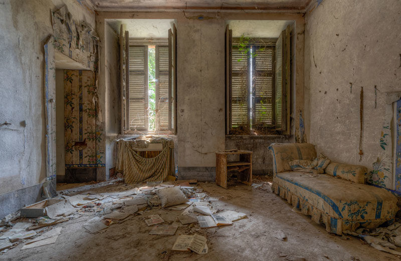 15 Photos of Abandoned Bedrooms I Found While Exploring