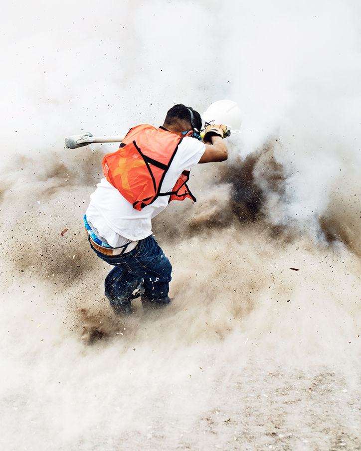 It's Nice That  Thomas Prior captures a Mexican festival involving exploding sledgehammers