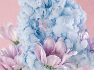 Mixing Paint and Flowers Underwater to Capture Ethereal Macro Photos