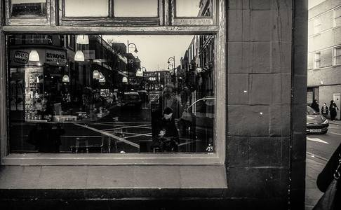 Stewart Marsden's black-and-white photographs of London street life - Telegraph