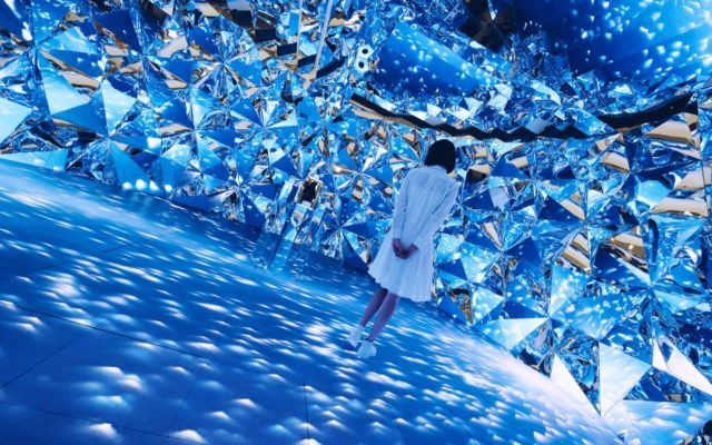 Prismverse–Spatialisingpathsoflightinsideadiamond